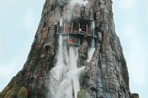 Ko'okiri Body Plunge takes you through the heart of Volcano Bay's centerpiece