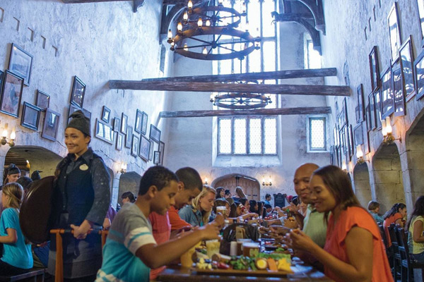 Step Into The World Of Harry Potter In This Recreation Famous Restaurant And Inn From Bookovies Located Inside Diagon Alley At Universal